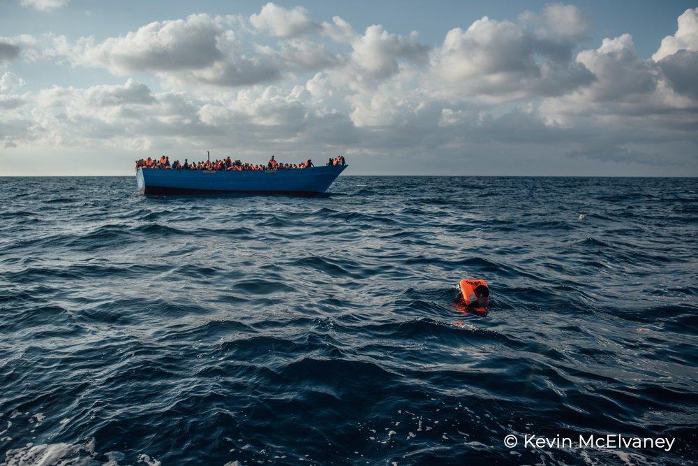 Plus de 600 personnes tentant de traverser la #Méditerranée se sont noyées au cours des 4 dernières semaines, soit la 1/2 du nombre total de morts dans la zone en 2018, car il n'y avait plus de bateaux de sauvetage d'ONG actives en Méditerranée centrale. https://t.co/mCoI0eC74s