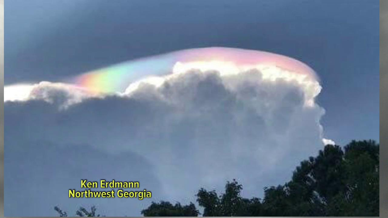 Iridescence on a Pileus Cloud?  WE'LL TAKE TWO!   She makes science SEXY! @Ginger_Zee https://t.co/zAQoFk5xGP