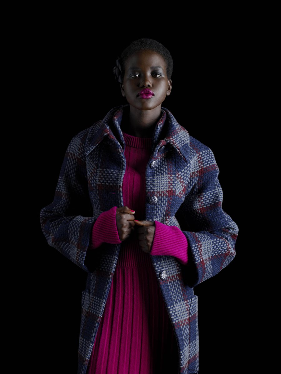 Tweeds and knits of the #CHANELFallWinter 2018/19pre-collection add color in checked patterns. Now available in boutiques and on https://t.co/Z51H2zQKEN
