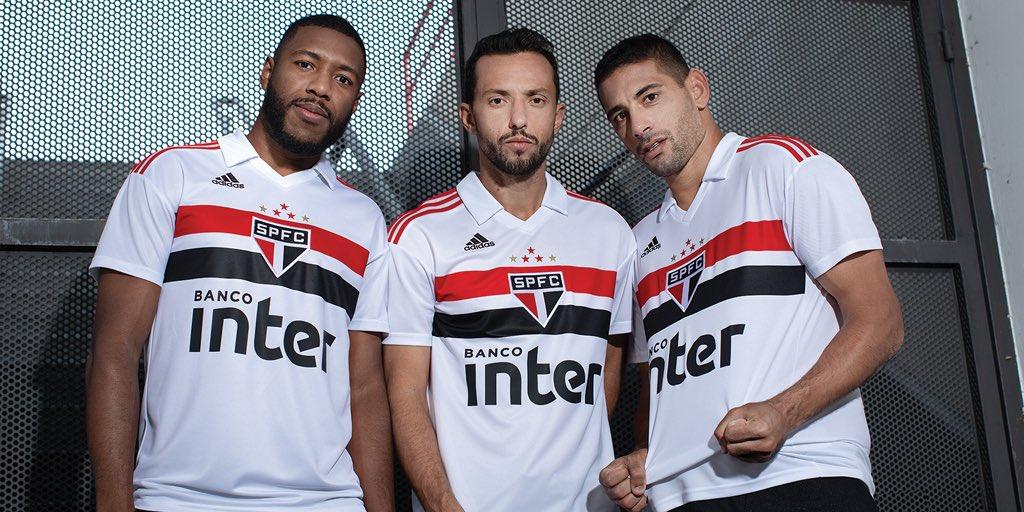 Tragam as faixas. O @SaoPauloFC está pronto para novas glórias.   #fazoteu