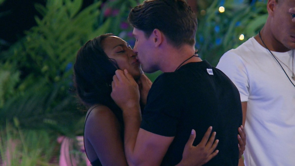 EXCLUSIVE: Samira and Frankie's secret Hideaway night of passion edited out of show https://t.co/alNnmpjsUk #loveisland