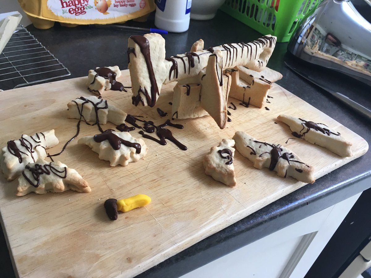 For 90 points, a construction challenge... We asked for nodding donkeys, or an oil rig of your choice. Hats off to @alexbooer &amp; @iamhazelgibson , who both created nodding donkeys with fully movable parts! #geobakeoff <br>http://pic.twitter.com/mIZFkeF2cl