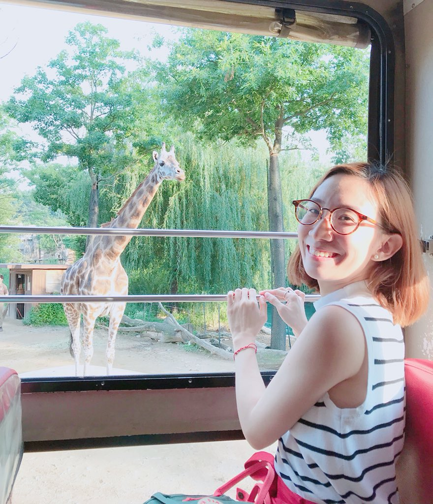 Day 2: When you can't get enough of giraffes!☺️😍🦒 Had so much at #Everland today! It felt like a mix of all the theme parks I've been to in the past!🖤