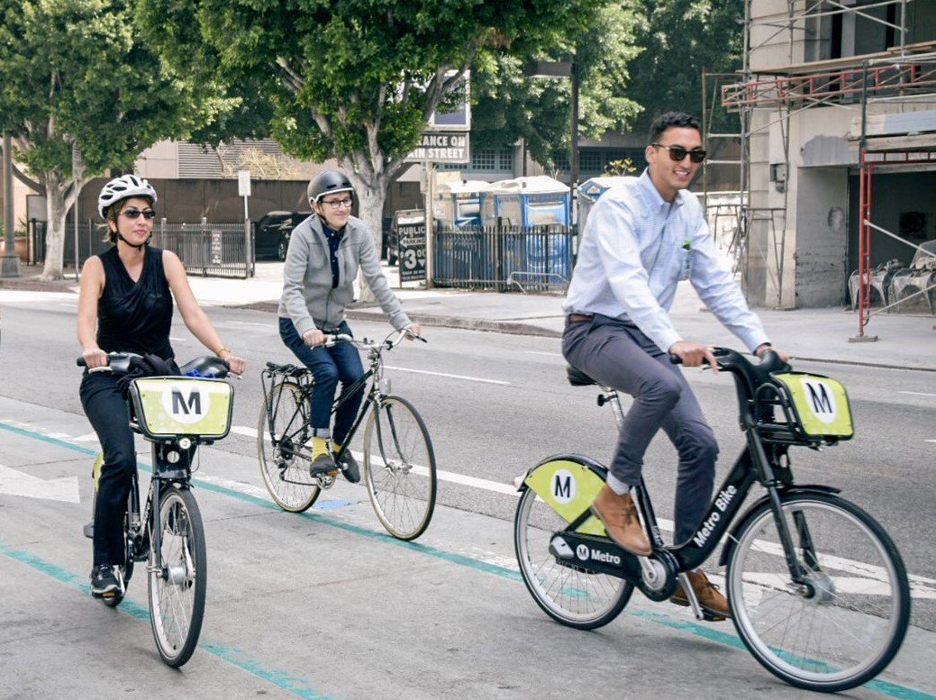 Dh6wmjsW4AE8x1I?format=jpg&name=medium Everything you need to know about scooters, bike share, dockless bikes in Los Angeles