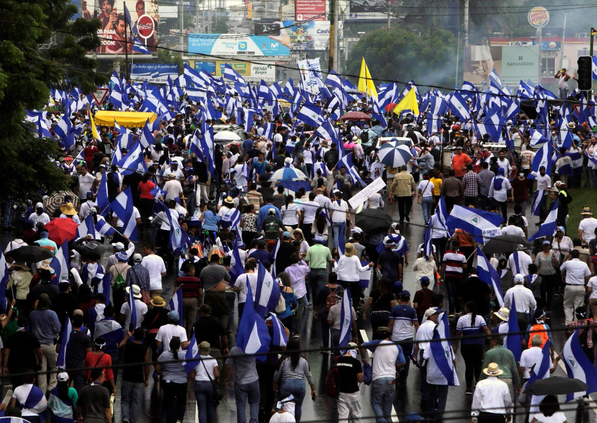 Multitud de nicaragüenses vence el miedo y desafía a Ortega en las calles https://t.co/0MhdXMr7zU