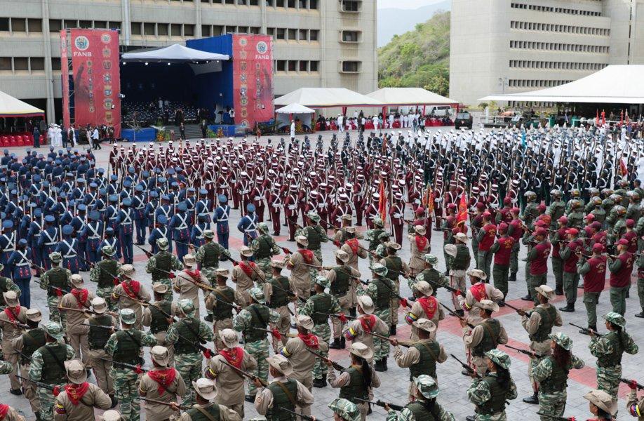 #AHORA #EnVivo 📹 | Presidente @NicolasMaduro inicia acto de transmisión de mando de la Armada Bolivariana  y Aviación Militar Bolivariana, desde el Patio de Honor Patio de Honor del Ministerio del Poder Popular para la Defensa