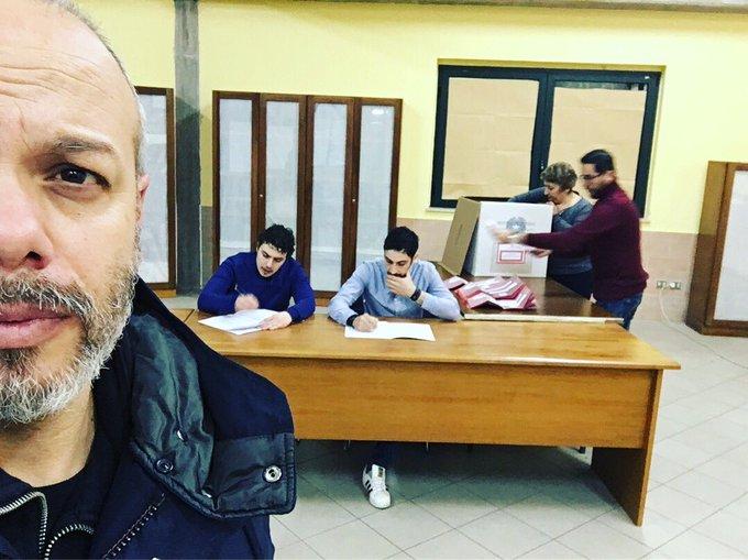 """Per Propaganda Doc, stasera alle , va in onda su La7 il viaggio fatto a gennaio a Laurenzana, in Basilicata. I cittadini dovevano rispondere, con un referendum, al quesito: """"volete voi che arrivino i migranti nel territorio di Laurenzana?"""" #propagandalive #propagandadoc Foto"""