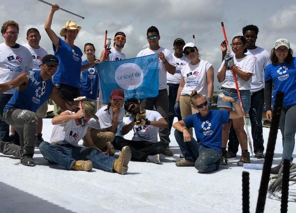 Students lend a hand in Puerto Rico https://t.co/r2gz4ZzUeW #paid @UNICEFUSA https://t.co/sEf6Mx4irk