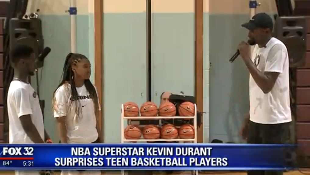 a05a0d87e160 kevin durant makes surprise appearance at kenwood high school larryyellen  reports