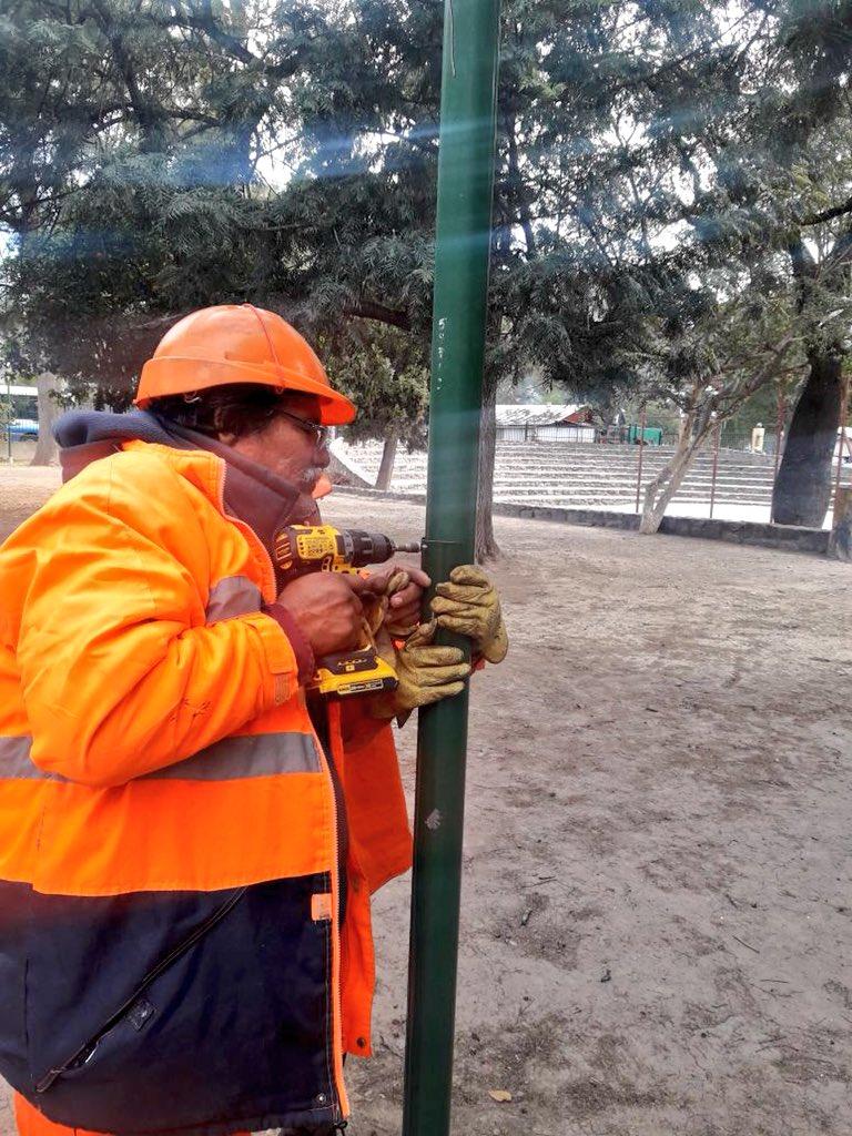 55.000 postes de luminarias se revisan preventivamente para reponer sus tapas. #juntos tenemos que crear una cultura de mayor respeto por los demás y cuidar  nuestras plazas, parques y edificios publicos. Ayudemos a construir y no a destruir #Saltalacuidamostodos @PrensaSalta