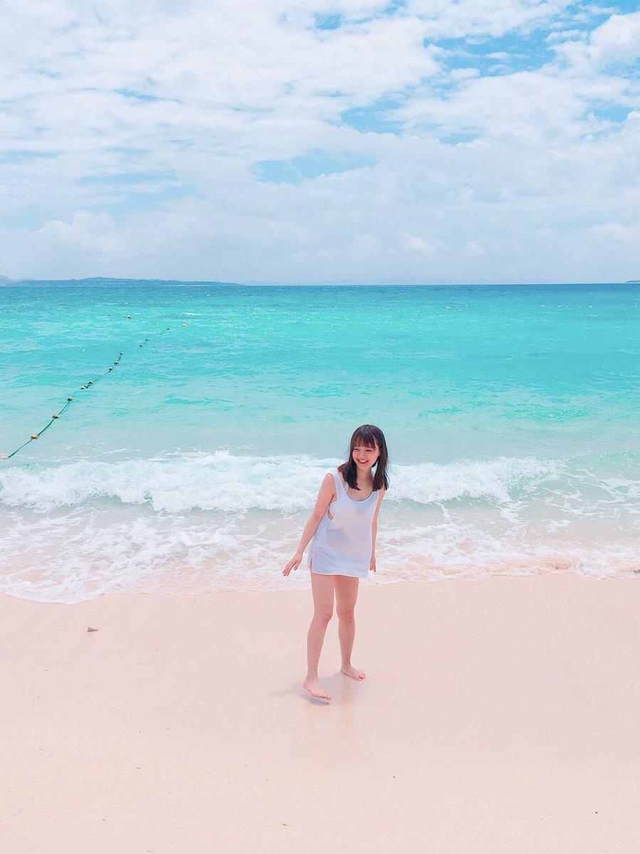 ビーチにて尾崎由香さん