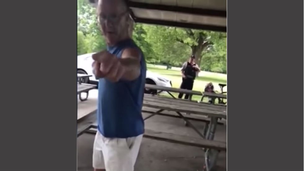 Cop resigns after not helping woman who was harassed for wearing Puerto Rico shirt https://t.co/pLZXnyfm2p https://t.co/NUB88zHpYr