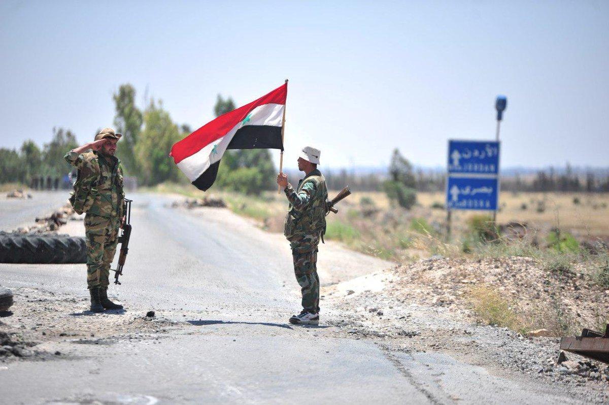 Над освобождённым от боевиков городом Тофас подняли флаг Сирии https://t.co/uFWKyT3Irm