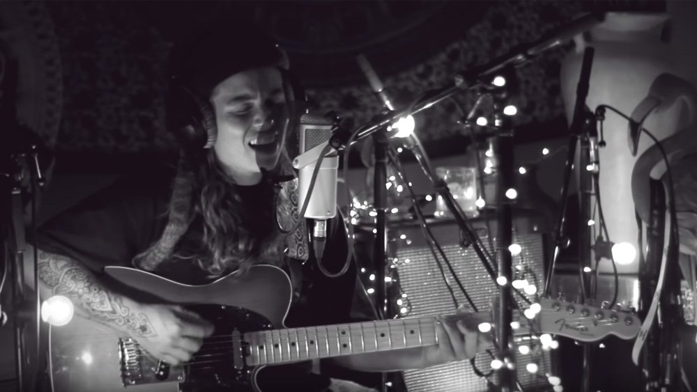 First Spin: @TASHSULTANAA strips it back on the intimate new song 'Harvest of Love' ab.co/2JiLXAj