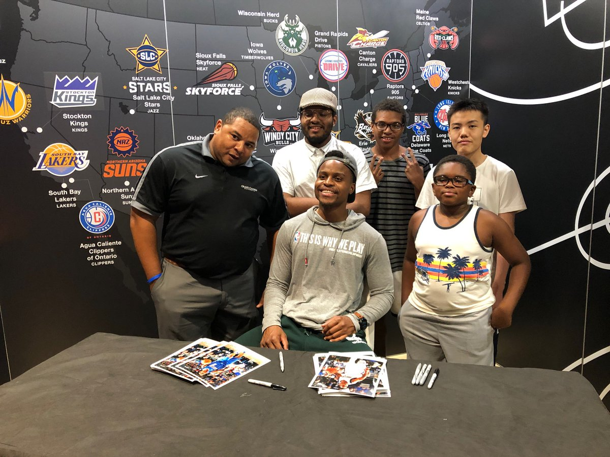 #GLeagueAlum @YogiFerrell11 with fans at @NBASummerLeague 📸📸  #ThisIsWhyWePlay