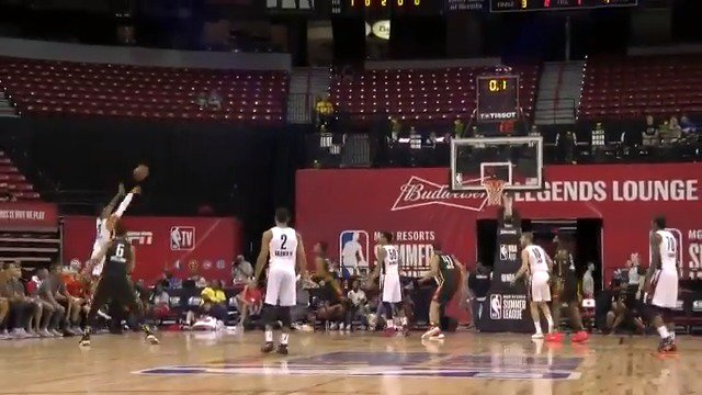 The Gary Trent Jr. triple to beat the Q3 buzzer! ��  #NBASummer https://t.co/OjD82tzvPZ