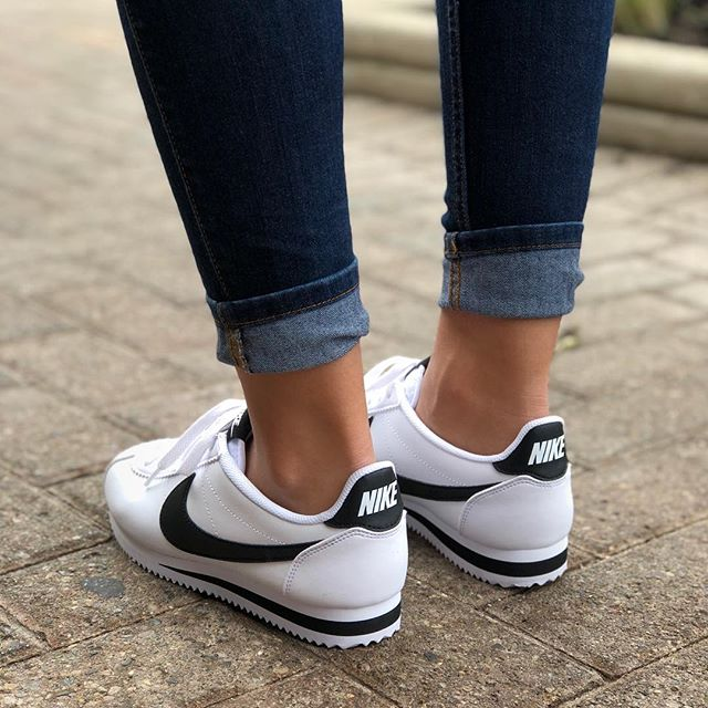 nike cortez black and white outfit