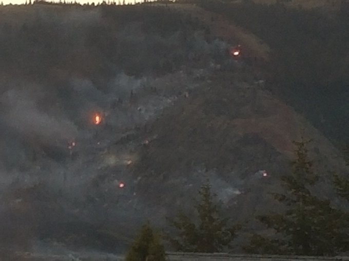 Hotspots still burning on 380 hectare #BCwildfire in #Kamloops. Crews to work overnight to contain as much as possible ahead of xpected high winds & 30+ temps 2morrow Photo
