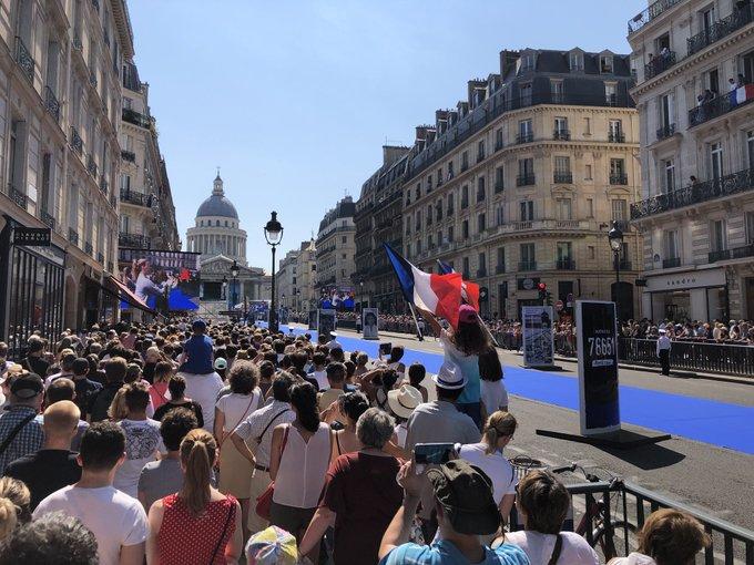 Simone Veil et son époux Antoine au Panthéon : revivez la cérémonie présidée par Emmanuel Macron DhAoa0DXcAAj5I-?format=jpg&name=small