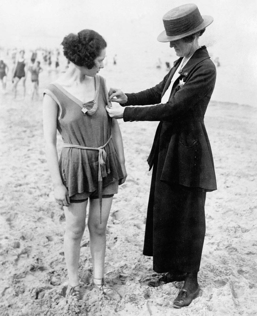 bafd0029a chicago decada de 1920 fotografias de mujeres siendo arrestadas por llevar  ropa de bano indecente via