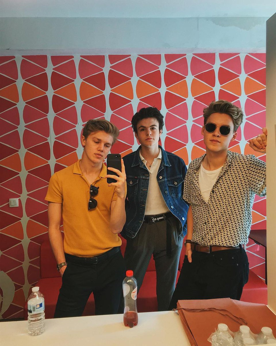 Better than they've ever been 🎶 🎸 @NewHopeClub x #Medicine OUT NOW: https://t.co/0Kq08aAciR