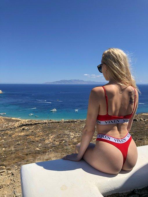 2 pic. Leaving my ❤️ in Mykonos! https://t.co/ejLjnNBEpd