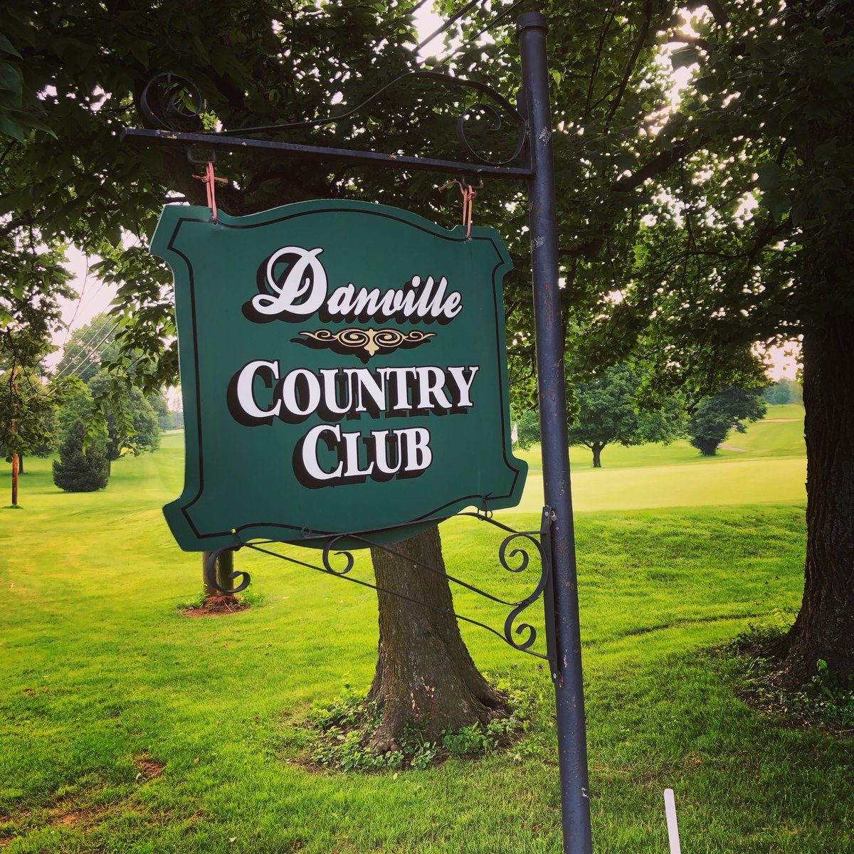 Want to recognize @DanvilleCC for everything they do for our golf program! We are lucky to be able to play and practice here throughout our season. #thankfulforfamily #centrealumni #CentreGolf<br>http://pic.twitter.com/t6BuCKSDd4