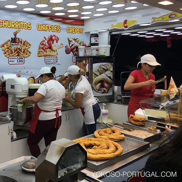 test ツイッターメディア - ポルトガルのお祭りの定番お菓子Farturas。ぐるぐる巻きの揚げたてドーナッツを20cmほどに切ってシナモンシュガーをつけてくれます。1個1ユーロ。 #ポルトガル https://t.co/mWPbWTQr65