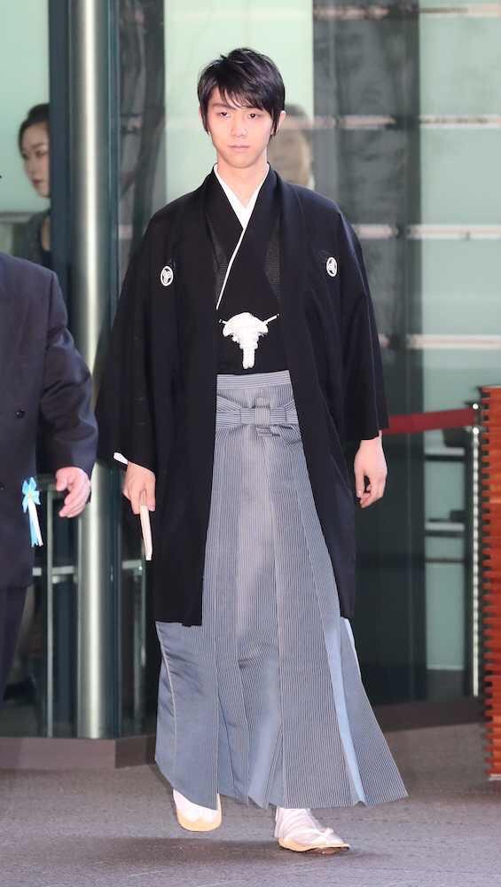 日本の歴史上こんな凛々しくて美しくて聡明でしかも8頭身の青年が羽織袴姿で公式行事に登場したことってある・・・?
