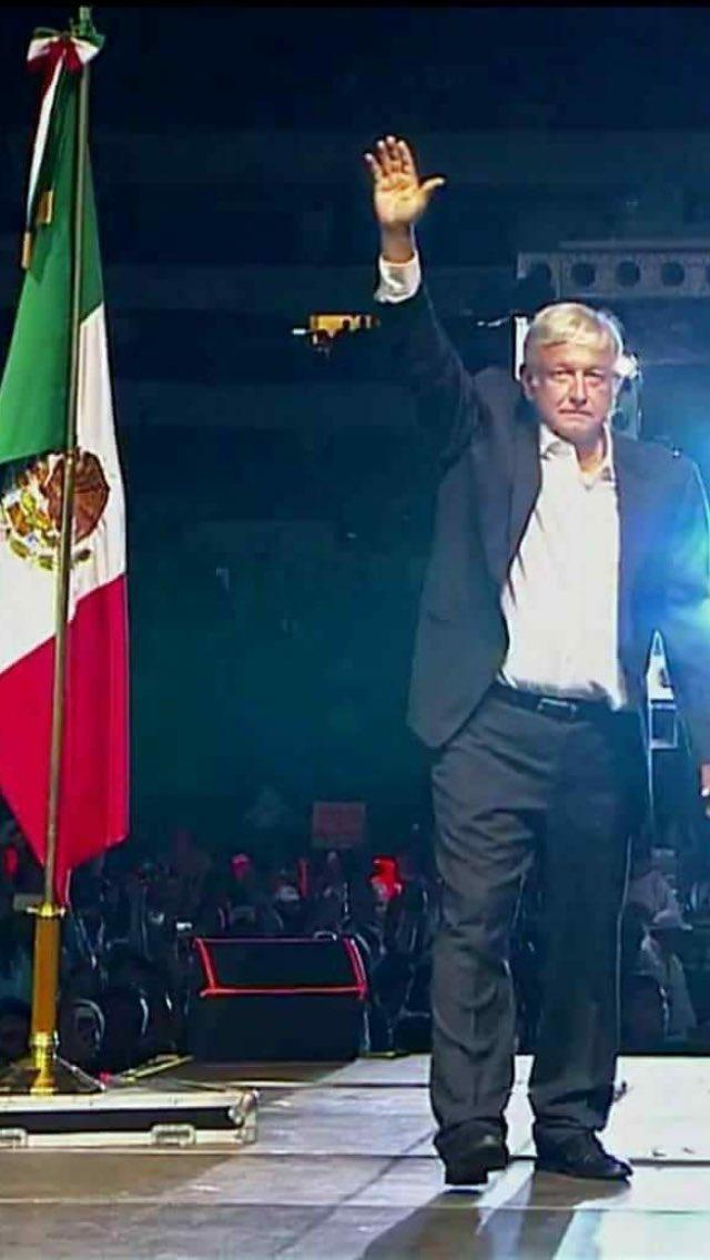 Dios,bendice tu vida y la de tu familia y que la humildad que les caracteriza siempre estén presente en sus corazones ❤️ el pueblo está contigo y es un honor tenerte como presidente de México 🇲🇽