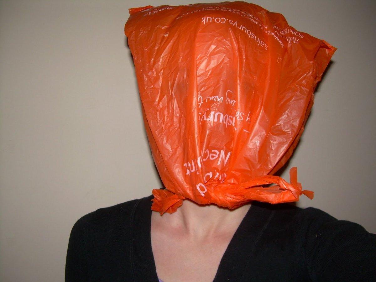всем, видео девушка с пакетом на голове мулатка перед веб