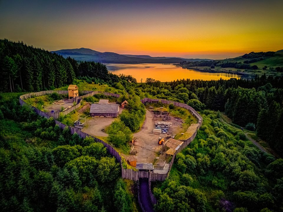 We love @scotdrone - how amazing is this pic of @duncarronfort with the newly completed Crowe's Tower sitting proudly in its commanding position! @russellcrowe @chick_allan @combatinternat
