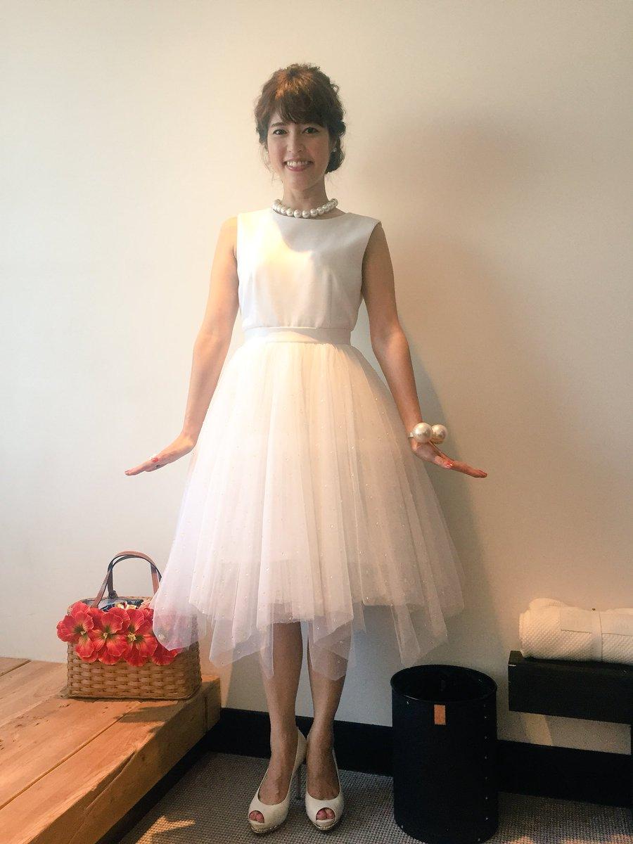 白いチュールのワンピースを着ている神田愛花アナの画像