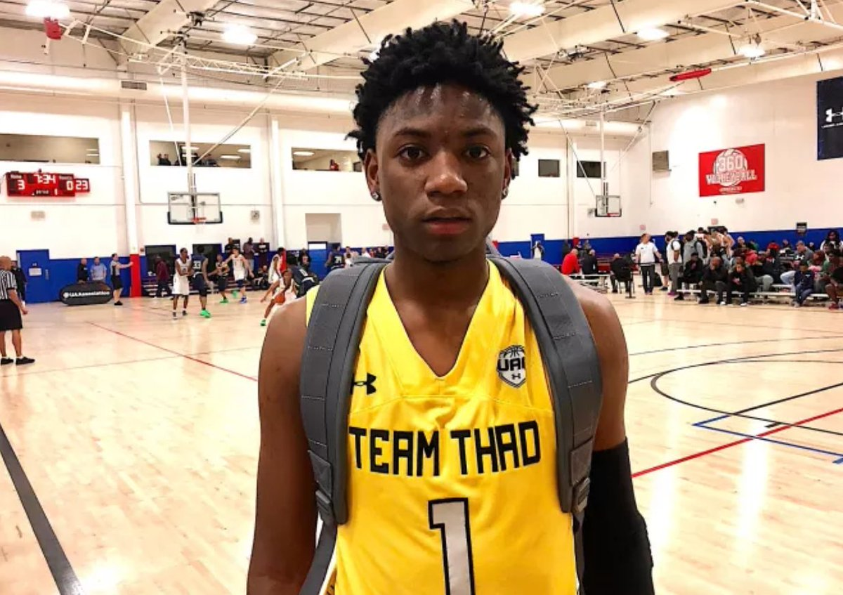 Should #UGA be on commit watch?  Check out this note from @ebosshoops   https://t.co/Y75G6KZFzy