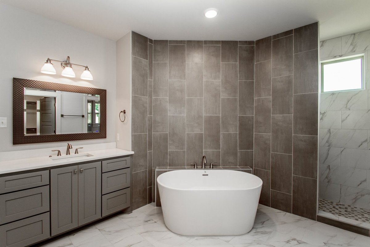 So Many Aspects Of This Master Bath I Love.. What Is Your Favorite?  #hineshomes #masterbathroom #walkinshower #noshowerdoors  Pic.twitter.com/4gdCHvwNgN