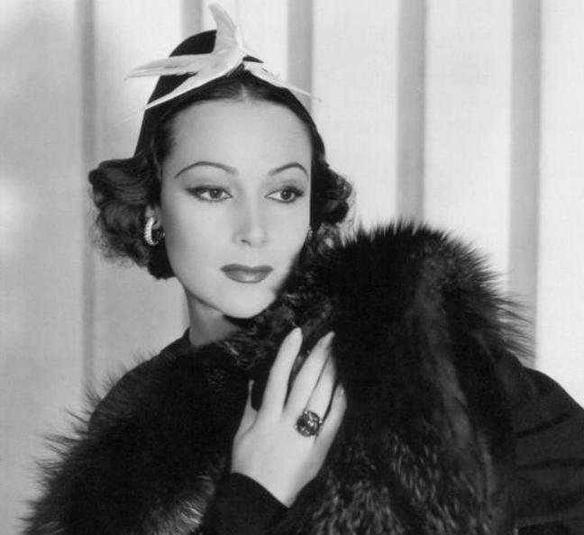 A 1933 promotional photo of Dolores Del Río. Del Río was the first Mexican actress to have crossover success in Hollywood. Orson Welles described her as the most interesting woman he ever met. She returned to Mexican cinema in the late 1940s. #glamourmonday