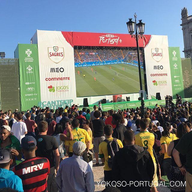 test ツイッターメディア - リスボンコメルシオ広場のパブリックビューイングでは、沢山の人が日本戦を観戦しています。 #ポルトガル #ワールドカップ https://t.co/SezoIgJFod
