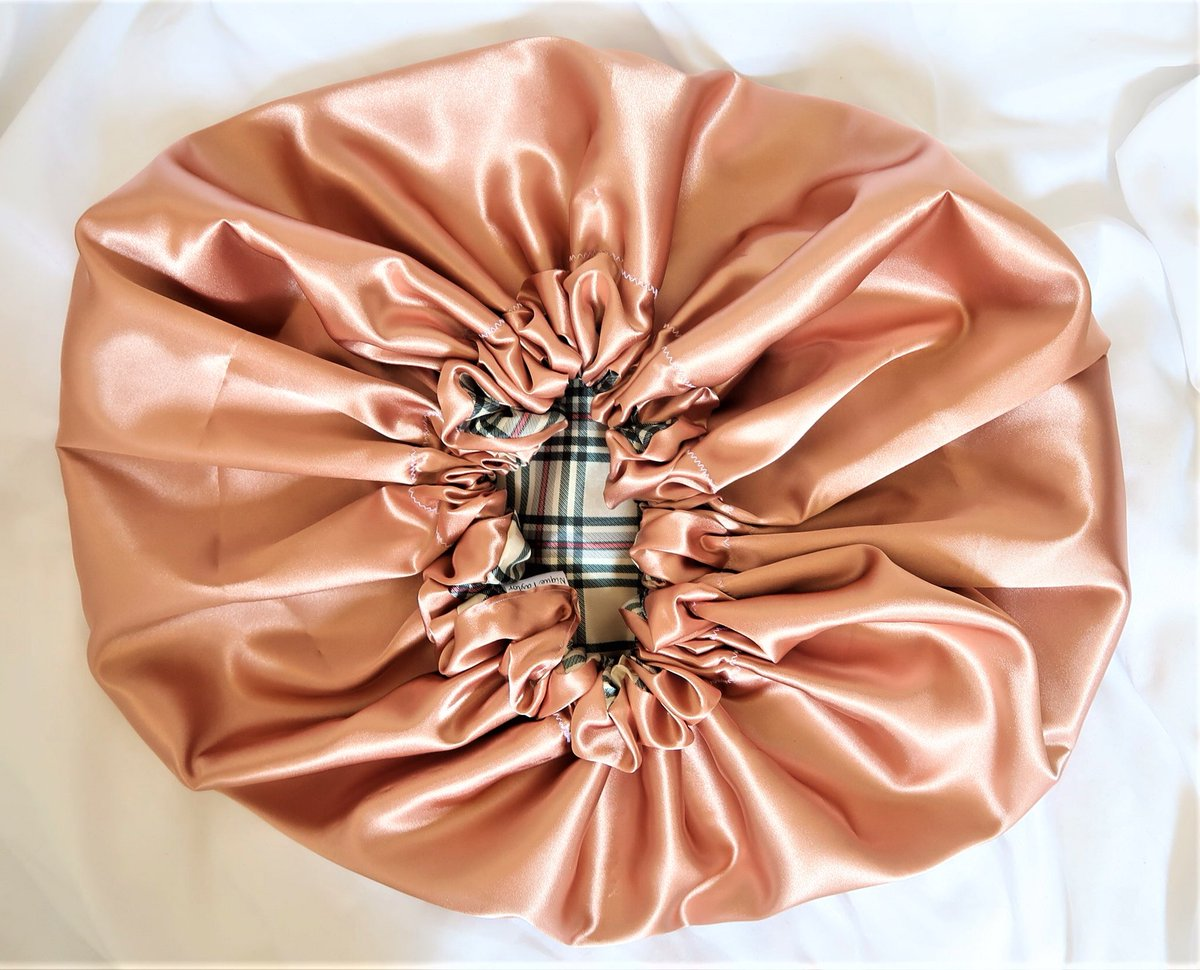 💕Hi! My name is 'Nique & I'm an 18y/o with my own small business selling velvet and satin 💗HAIR BONNETS💗 that I make myself! ❗️A simple RT can help me gain exposure and expand my business❗️My website is http://niquetaylor.com ! Thanks!!