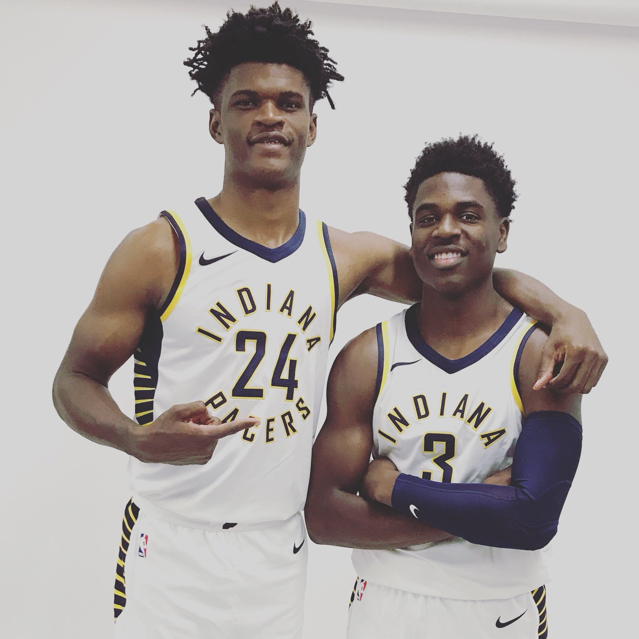The new guys in their new unis https://t.co/o1M2TzfpbD