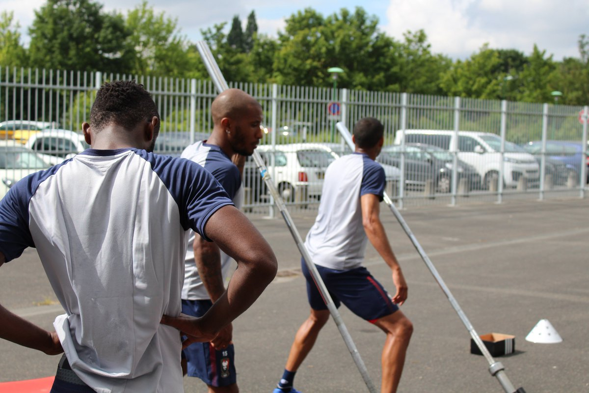 Note: Reprise - Matchs Amicaux 2018/2019 - Page 2 DhK5qdjWAAA-6pI