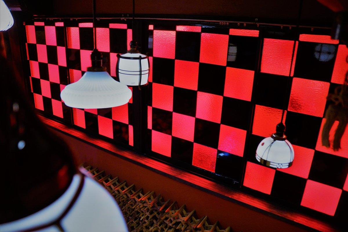戻橋modoribashi V Twitter 戻橋二階 和室の窓が 赤黒市松ステンド
