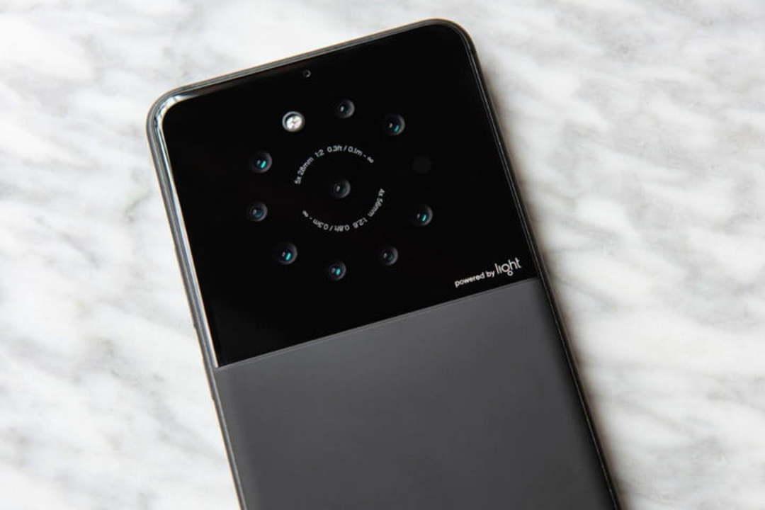 解像度は最大で6400万画素! 最大9カメラ搭載のスマホが開発中 #カメラ #スマートフォン https://t.co/MbB6ND0gTo