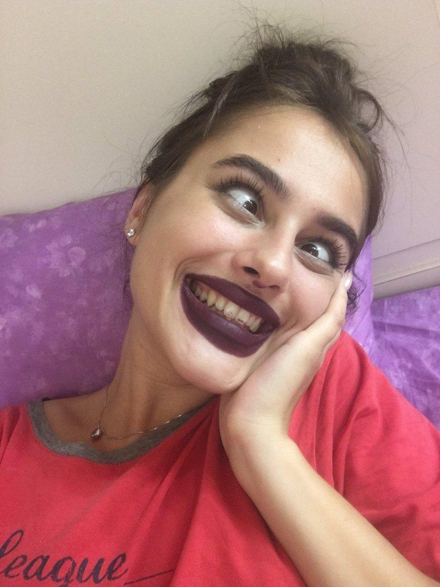армянка с накрашенными губами - 7