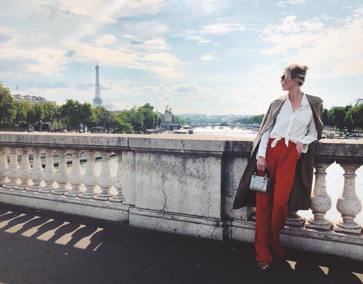 Taking 10 on la Seine