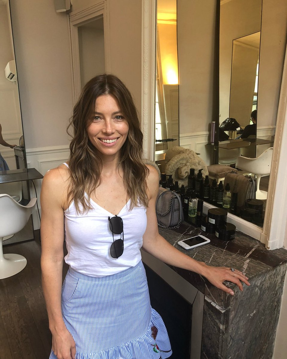 Jessica Biel News On Twitter New Hair Color In Paris Httpst