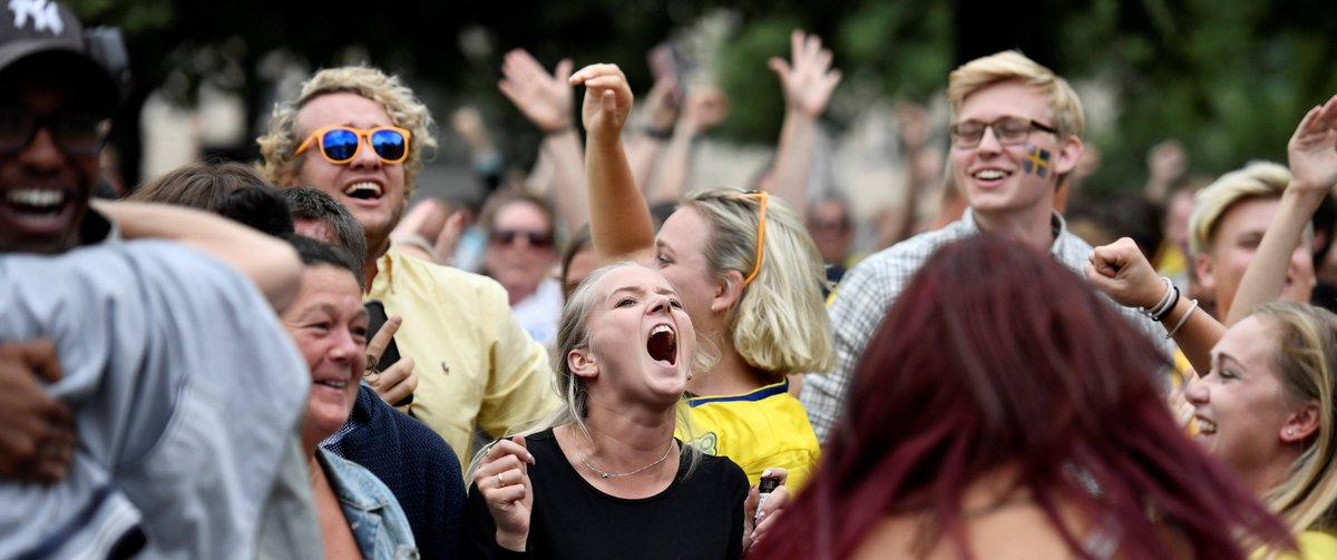 """جـ ر يـ د ة ا لـ ر يـ ا ض on Twitter: """"⚽️📸 فرحة جماهير #السويد بمناسبة  تأهل المنتخب الأول إلى الدور ربع النهائي للمرة الأولى منذ مونديال 1994… """""""