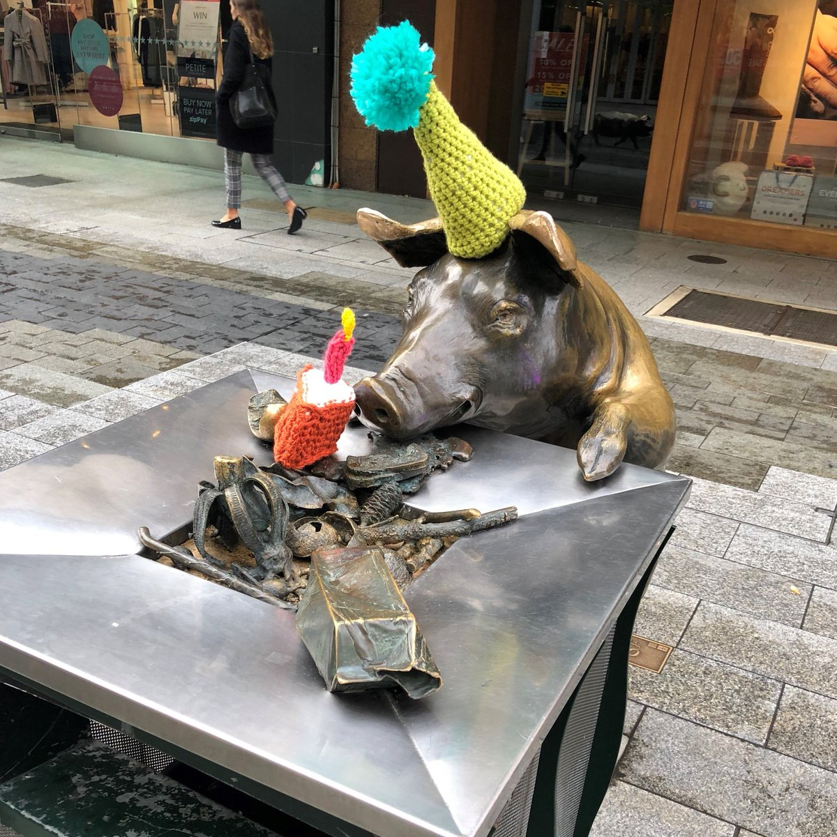 Looks like someone's extending their birthday celebrations today! The @rundlemall pigs were created by Sydney-based sculptor Marguerite Derricourt and unveiled 19 years ago on July 3, 1999.