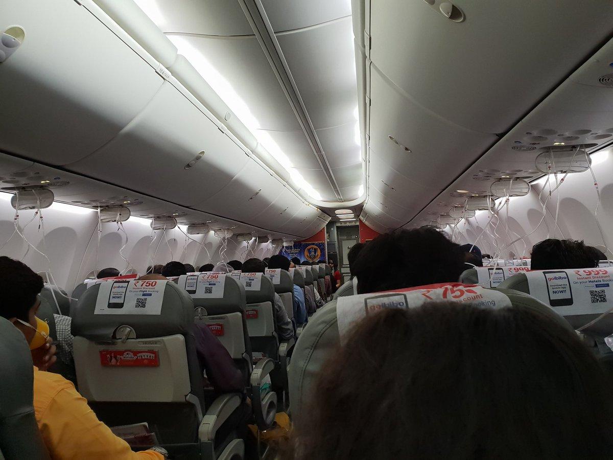 Mumbai – Delhi Spicejet flight makes emergency landing at Ahmedabad airport