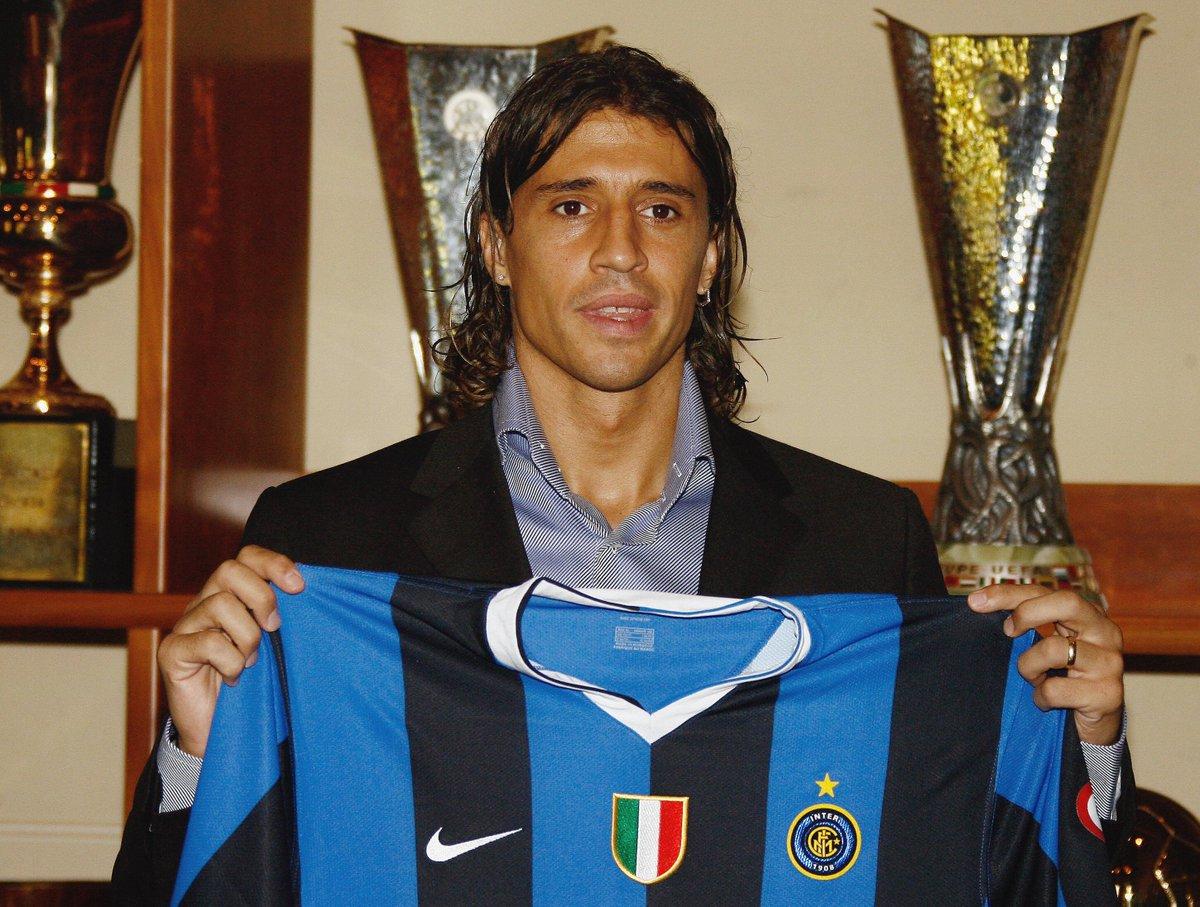 Inter have 🇦🇷 history... 👕 CRESPO ⚽️ 4⃣5⃣ 👕 CRUZ ⚽️ 7⃣5⃣ 👕 MILITO ⚽️ 7⃣5⃣ 👕 PALACIO ⚽️ 5⃣8⃣ 👕 ICARDI ⚽️ 1⃣0⃣7⃣ 👕 MARTINEZ ⚽️ #UCL