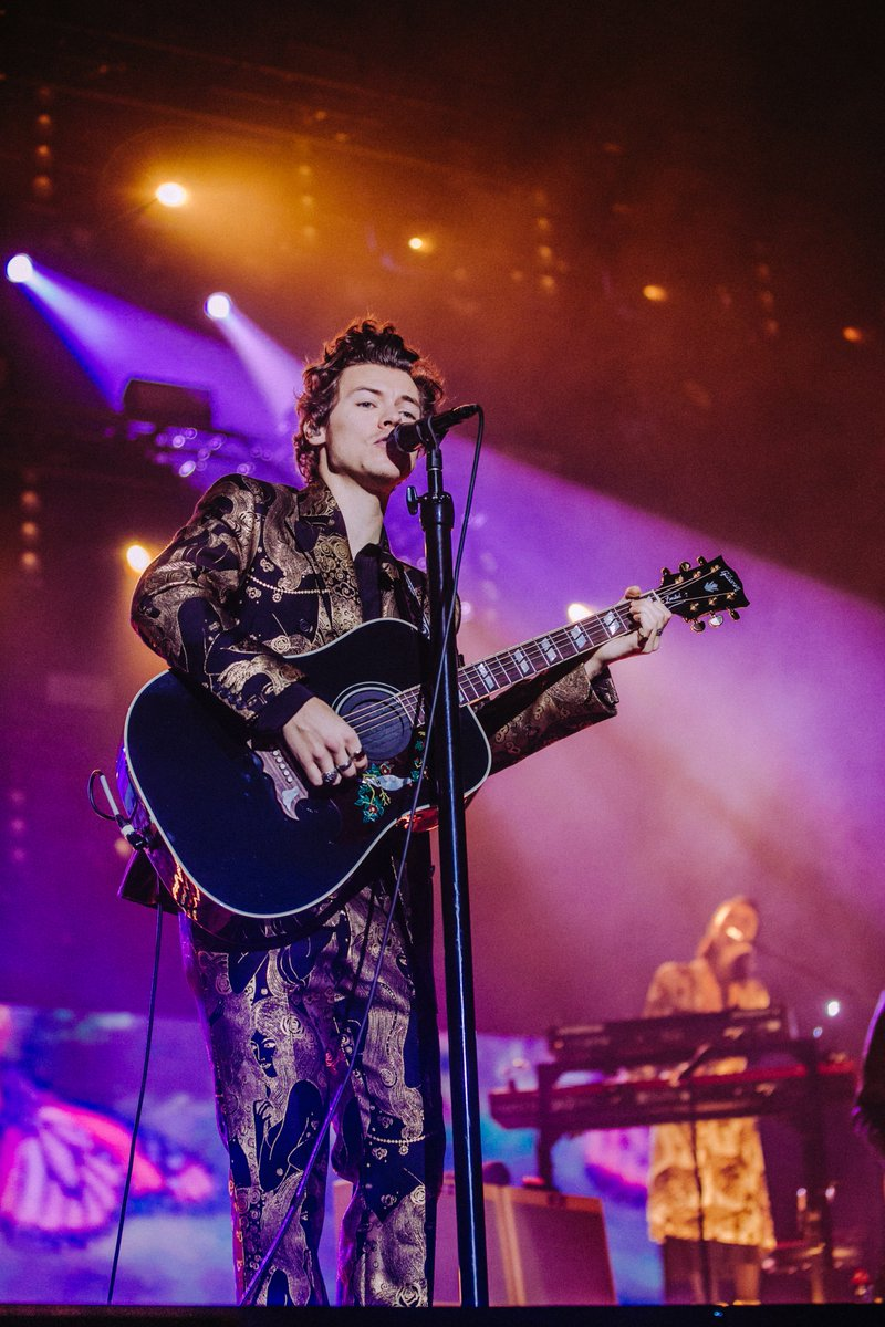 See #HarryStyles wearing an Alexander McQueen bespoke gold 'Eve' print double-breasted jacket and flared trousers to his Live on Tour concert in Melbourne. #SeeninMcQueen #LiveOnTour  #AlexanderMcQueen